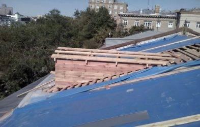 Капитальный ремонт крыши: основные этапы работ и материалы