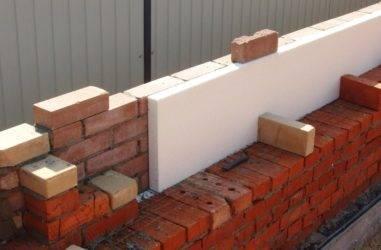 Схема кладки в полтора кирпича: что это такое, как выполняется укладка кирпичной стены толщиной в 380 мм, как создаются углы, технология возведения без утепления
