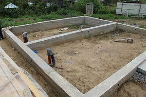 Что из себя представляет мелкозаглубленный ленточный фундамент для дома из газобетона