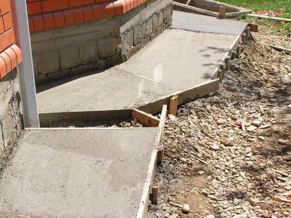Можно ли заливать фундамент частями за несколько дней, как поведёт себя бетон