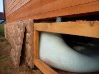 Закрываем свайный фундамент каркасного дома снаружи металлопрофилем