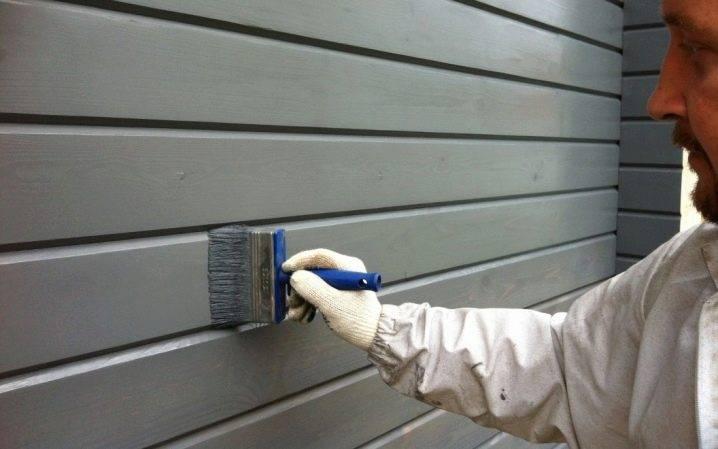 Краска по дереву для наружных работ: акриловая и масляная для фасадов дома из древесины, алкидная атмосферостойкая