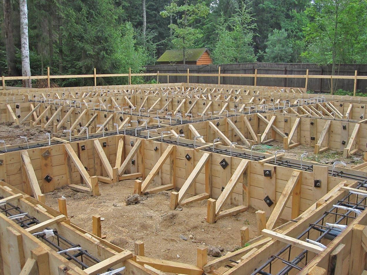 Строительство подвала в доме — две популярных технологии