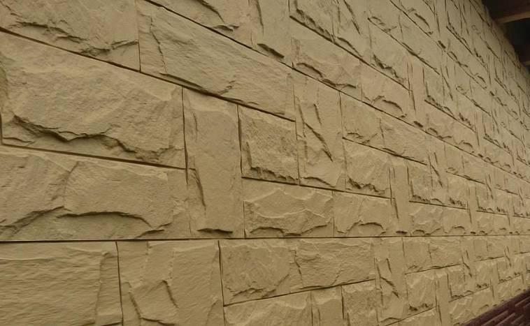 Отделка цоколя панелями «под камень»: этапы выполнения работ