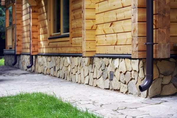 Облицовка цоколя частного дома