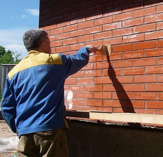 Технология покраски наружных стен фасада дома по цементной штукатурке: фото и видео этого малярного процесса