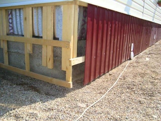 Как и чем закрыть свайный фундамент снаружи, а также облицовка и обшивка основания деревянного дома