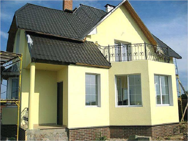 Как правильно выполнить покраску фасада частного дома своими руками?