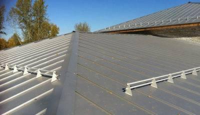 Как покрыть крышу оцинкованным железом своими руками?
