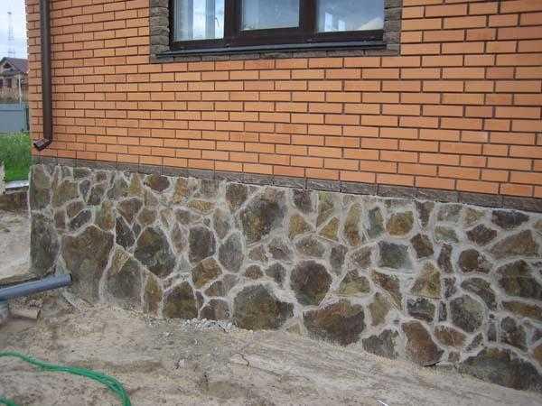 Виды и особенности монтажа, плюсы и минусы искусственного камня для отделки цоколя