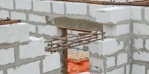 Способы установки входной и межкомнатных дверей в газобетон