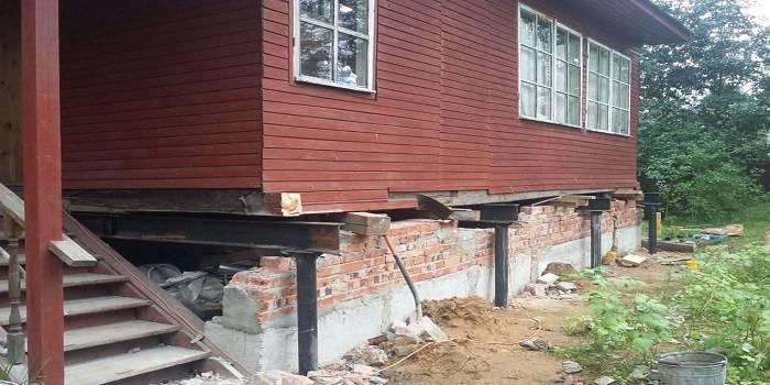 Фундамент на железобетонных сваях для частного дома: разновидности и этапы монтажа