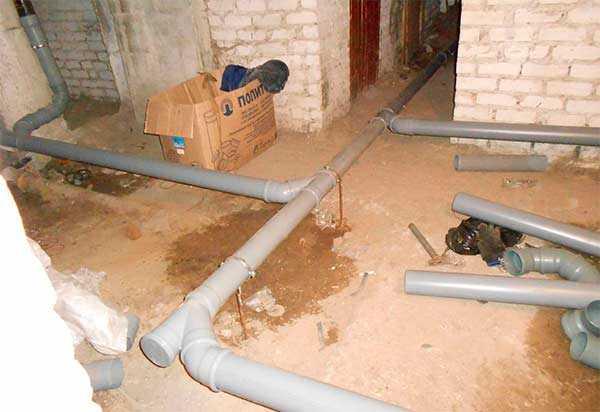 Как уложить канализационные трубы загородного или частного дома