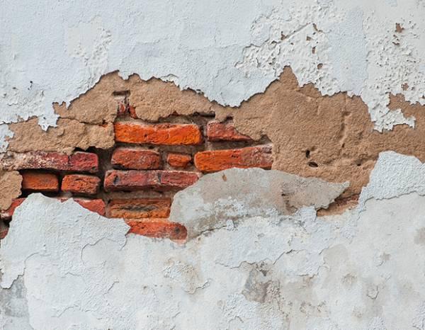 Как заделать дыры в стене из кирпича или гипсокартона?
