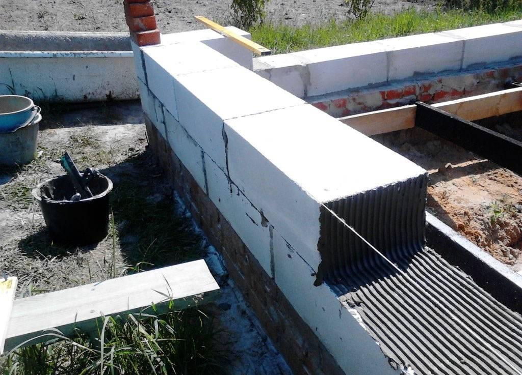 Плюсы и минусы дома из пеноблоков: отзывы владельцев о преимуществах и недостатках строительства стен из данного материала