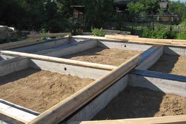 Фундамент для теплицы из бруса: варианты сооружения и правила установки