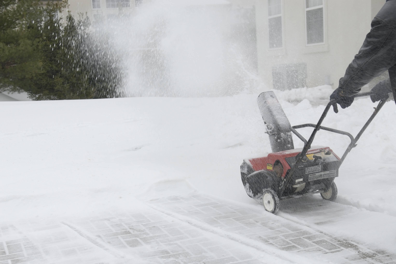 Самоходный бензиновый снегоуборщик: рейтинг лучших моделей снегоуборочных машин, снегоочистители со щеткой. как выбрать профессиональную модель?