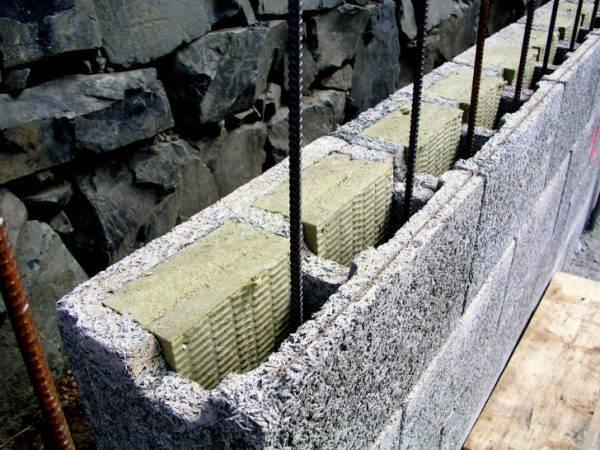 Особенности строительства сарая из пеноблоков