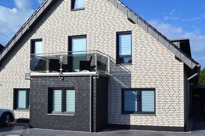 Из какого кирпича лучше строить дом: выбор материала с учетом его характеристик