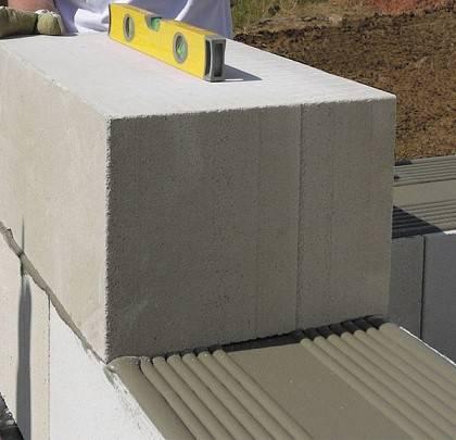 Клей для полистиролбетонных блоков: преимущества перед раствором