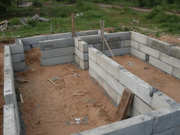 Цокольный этаж из блоков: как построить подвал своими руками