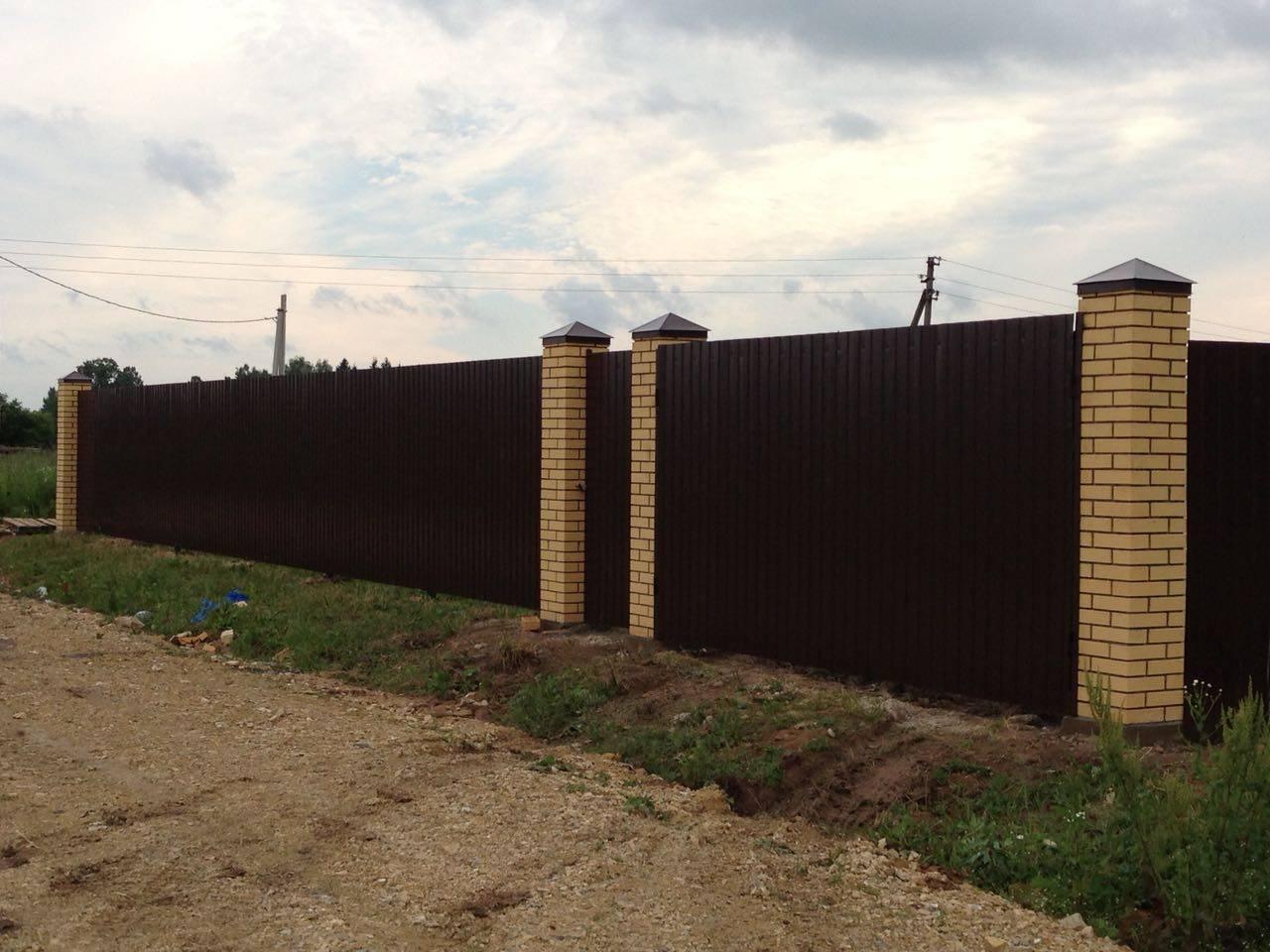 Установка фундамента для забора в москве. цена на ленточный фундамент для забора от производителя «дачный забор»