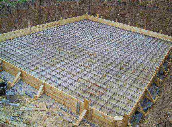 Какую арматуру используют для ленточного фундамента, если строится одноэтажный и двухэтажный дом, что будет если сделан неправильный выбор
