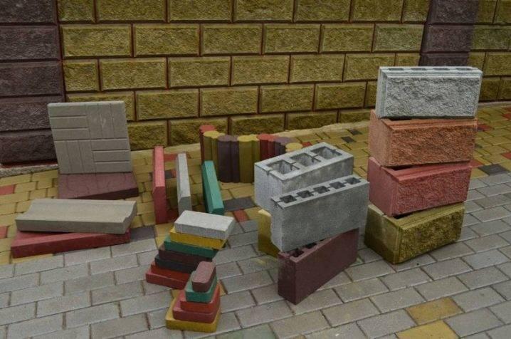 Сколько шлакоблоков в кубе: видео-инструкция по монтажу своими руками, как рассчитать количество, фото