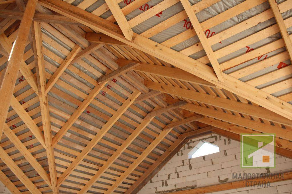Скатная кровля (55 фото): трехскатная крыша, что значит скат и многоскатная конструкция, деревянная и железная несущая система, узлы и устройство кровли