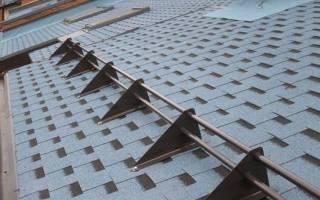 Правила установки снегозадержателей на крышу своими руками и как их правильно расположить