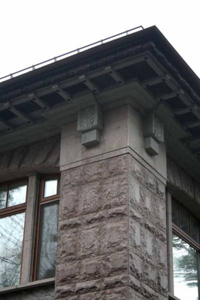 Облицовочный природный камень: отделка фасада дома натуральным материалом