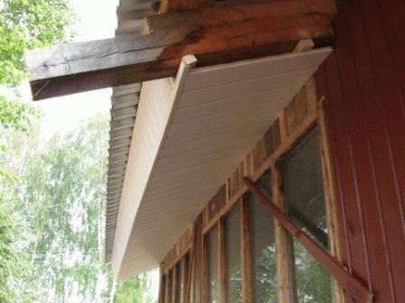Варианты подшивки свесов крыши софитом, профнастилом или пластиком, фото, видео