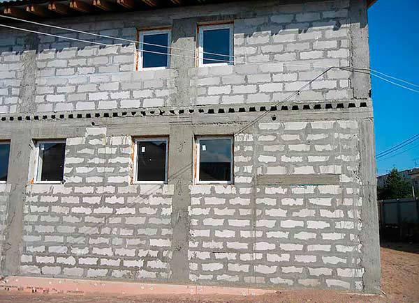 Стены из газобетонных блоков: конструктивные особенности